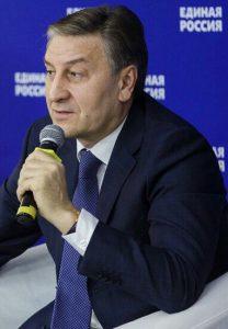 Айрат Фаррахов за разрешение медицинским организациям осуществлять закупки у единственного поставщика